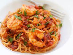 Recette de spaghettis aux crevettes et à l'ail au Thermomix. Préparez ce plat principal en mode étape par étape comme sur votre appareil !