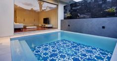 The right pool tile choice is the moment which will determine the appearance of your swimming pool for years on end. Building a swimming pool is a Swimming Pool Tiles, Swiming Pool, Small Swimming Pools, Small Pools, Outdoor Swimming Pool, Swimming Pool Designs, Indoor Pools, Swimming Pool Decorations, Moderne Pools