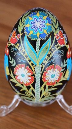 The lovely work of Tetyana Solotska-Pysanky Japan Egg Pictures, Diy And Crafts, Arts And Crafts, Easter Egg Designs, Ukrainian Easter Eggs, Easter Traditions, Egg Art, Egg Decorating, Egg Shells
