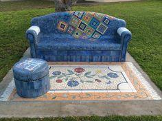 : 10 Mosaic Projects Using a Variety of Ordinary Everyday Items Mosaic Garden Art, Mosaic Diy, Mosaic Crafts, Mosaic Tiles, Stone Mosaic, Mosaic Glass, Glass Art, Mosaic Designs, Mosaic Patterns