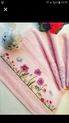 Towel with Cross-Stitch Towel Embroidery, Embroidery Stitches, Embroidery Patterns, Cross Stitch Patterns, Sewing Patterns, Crochet Patterns, Palestinian Embroidery, Bargello, Cross Stitch Flowers