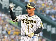 阪神高山俊外野手が継続して結果を残すことを誓った。28日巨人戦は糸井が負傷したこともあり、右翼で先発出場。2安打を放ってアピールに成功していた。30日からの中… - 日刊スポーツ新聞社のニュースサイト、ニッカンスポーツ・コム(nikkansports.com) Baseball Players, Baseball Cards, Tigers, Sports, Hs Sports, Sport, Big Cats