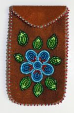 Moosehide iPhone Case Native Beading Patterns, Beadwork Designs, Native Beadwork, Native American Beadwork, Beaded Purses, Beaded Bags, Beaded Embroidery, Embroidery Patterns, Seed Bead Crafts