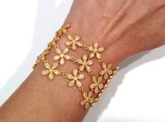 Matte Gold White Stone Daisy Bracelet Gold by WOWTHATSBEAUTIFUL