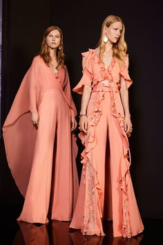 See the complete Elie Saab Resort 2018 collection.