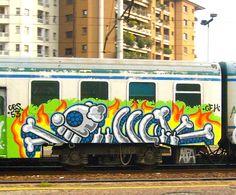 suburban-train-graffiti.jpg (1024×848)
