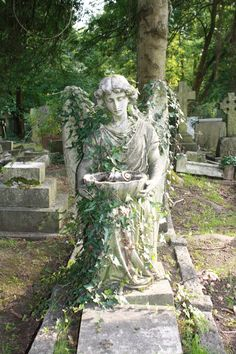 angel with ivy