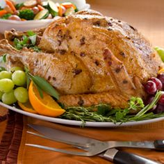 Super Moist Roasted Turkey Recipe Main Dishes with turkey, hellmann' or best food real mayonnais, shallots, crushed sage leaves, knorr roasted turkey gravy mix Roast Turkey Recipes, Chicken Recipes, Basting A Turkey, Moist Turkey, Herb Roasted Turkey, Roast Turkey Breast, Turkey Dishes, Turkish Recipes, Thanksgiving Recipes