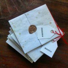 Sellos de lacre  color dorado letra vintage hand lettering en  carta con frases de gatos para cada mes de el año en papel envejecido  a mano. Encuéntralos en La Fabrica de Bodas ciudad de guatemala tel +502-58602962 lafabricadebodas.blogspot.com