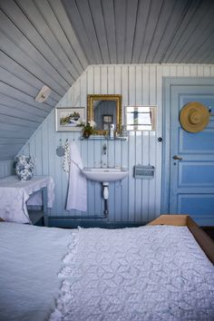 Bedroom ideas country blue Ideas for 2019 Cottage Living, Coastal Living, Cottage Style, Blue Bedroom, Trendy Bedroom, Country Blue, White Cottage, Beautiful Bedrooms, Cozy House
