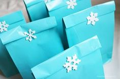 Frozen party goodie bags - Come realizzare un Frozen Party - festa a tema Frozen - Elsa and Anna party - Italian and English! - cake, food, decorations, games