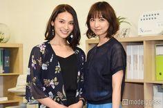 (左から)秋元才加、篠田麻里子 (C)モデルプレス