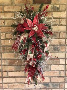 christmas swag Christmas Swags, Christmas Door, Christmas Tree Toppers, Outdoor Christmas, Holiday Wreaths, Rustic Christmas, Christmas Holidays, Christmas Wonderland, Christmas Ornaments