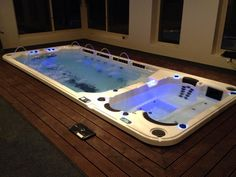 The amazing Dual Temperature 19DTfX AquaTrainer. www.hydropoolmanchester.co.uk