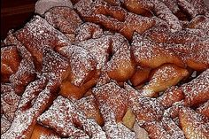 Schneeschlaufen Baked Goods, Sweet Recipes, Quiche, Biscuits, French Toast, Bacon, Bakery, Food And Drink, Sweets