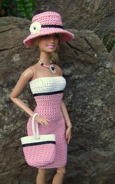 Barbie fashion clothes crochet pattern in stylish strapless dress with good coverage and matching purse and hat !Barbie fashion clothes Más CLICK Visit link above for more infoIf you happen to love dolls as much as I do, you're going to want to dress t Crochet Doll Dress, Crochet Barbie Clothes, Knitted Dolls, Crochet Skirts, Habit Barbie, Barbie Mode, Crochet Fashion, Diy Fashion, Fashion Outfits