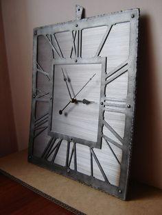 Kolejny zegar, tym razem w klimacie Industrial. W całości wykonany ze stali. Zdobienie - obróbka termiczna i repuserska. Mechanizm kwarcowy z płynącym sekundnikiem. Zegar w wersji wiszącej. Waga...