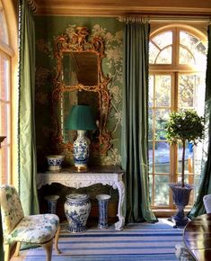 The Difference Between Modern Interiors And Traditional Interior Home Design Traditional Interior, Traditional House, Modern Interior, Interior Ideas, Home Design, Interior Design For Beginners, Traditional Wallpaper, Vintage Interiors, Dining Room Design