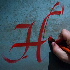 """""""H"""", mi inicial. Algún día lograré hacerla con esta precisión y gracia, jeje"""