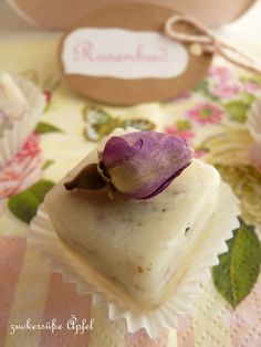 Seid Ihr noch auf der Suche nach einem schönen Ostergeschenk  für Eure Lieben?     Wie wäre es mit selbstgemachten Badepralinen  m...