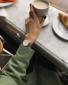 All about style, fashion and beauty Long Dark Hair, Coffee Time, Daniel Wellington, Clothes, Beauty, Women, Style Fashion, Germany, Instagram
