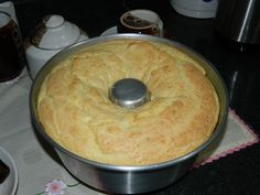 Aprenda a preparar a receita de Bolo de pão de queijo simples da Sandra …
