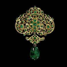 1680-1700: Gold pendant, set with table-cut emeralds, and hung with an emerald drop
