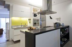 Quando o imóvel vira um lar. Veja: http://casadevalentina.com.br/projetos/detalhes/finalmente-completa-595 #decor #decoracao #interior #design #casa #home #house #idea #ideia #detalhes #details #charm #style #estilo #casadevalentina #kitchen #cozinha