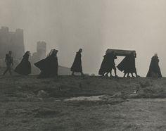"I prefer Grey. Scene from ""Nosferatu, eine Symphonie des Grauens"", by F. Fanart Harry Potter, Harry Potter Kunst, Dracula, Halloween Humor, Southern Gothic, Arte Horror, Dark Photography, Macabre Photography, Film Stills"