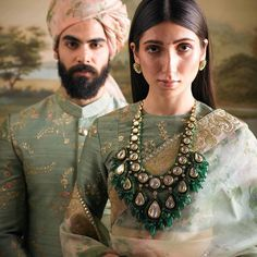 Fabulous Emerald and Diamond Necklace by Famous Indian designer Sabyasachi Mukherjee Jewellery Collection Indian Jewelry Sets, Indian Wedding Jewelry, India Jewelry, Bridal Jewelry, Gold Jewellery, Indian Bridal, Teen Jewelry, Sabyasachi Collection, Organza Saree