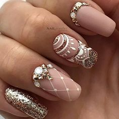 Cute Art Design Nails With Rhinestone Track down inspiration & the current nail art trends. Whether you're hitting the festival, beach. Pretty Nail Designs, Pretty Nail Art, Pretty Nail Colors, Nail Art Designs, Rhinestone Nails, Bling Nails, Nail With Rhinestones, Elegant Nails, Stylish Nails