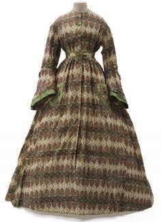Robe d'intérieur, France, 1857-1863. Les Arts Décoratifs - Site officiel - Diaporama.