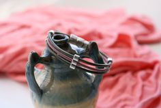 Triple cordón de piel con adornos y cierre imantadode zamak Silver Rings, Jewelry, Leather Design, Ornaments, Fur, Jewlery, Jewerly, Schmuck, Jewels