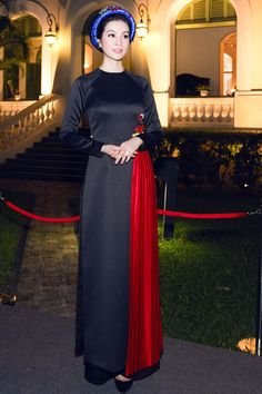 Thanh Mai diện áo dài cách tân chào đón Tổng thống Pháp - VnExpress Giải trí