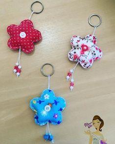 Keychain - key ring - heart - gift idea- felt keychain - party favors - Valentine's - love - sweet 16 - party - Patchyz by Kathleen Flask Felt Crafts Patterns, Felt Crafts Diy, Felt Keychain, Fidget Quilt, Fabric Hearts, Felt Decorations, Felt Toys, Sewing For Kids, Fabric Scraps