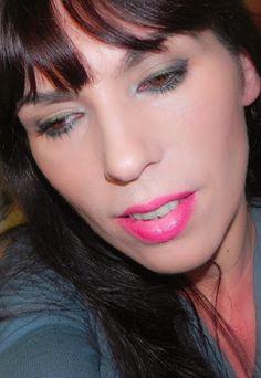 lapinturera - Blog de cosmética, maquillaje y belleza.: Inspiración fiestas: Imperial Green (look, outfit y manicura)