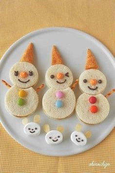 Kids Meals 50 Kids Food Art Lunches - Oyatsu Sand Snowman - These snack ideas are ADORABLE! Some people are so clever! I never would have thought of all of these amazing food art ideas, but they really are creative! Christmas Finger Foods, Christmas Treats, Christmas Fun, Christmas Lunch Ideas, Holiday Ideas, Food Art For Kids, Cooking With Kids, Cooking Food, Cooking Tips