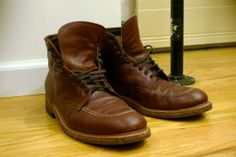 At Evans, you will see the best workmanship in your life. Whether to give the best shoe shine of Melbourne or to restore any other products, we have the best, skilled, talented and experienced person on the job. https://evansleatherrestoration.wordpress.com/2014/12/16/shoe-shine-of-melbourne/