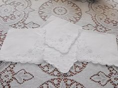 Setting for 4 / Vintage Hand Embroidery Linen by TheTableSetting