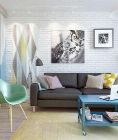 Me encanta el ambiente, especialmente la pared de ladrillo blanco y la iluminación