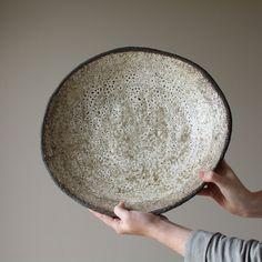 It's a pleasure to welcome with her big vulcan black dish to the MG shop. by midgleygreen Slab Pottery, Pottery Plates, Ceramic Pottery, Pottery Art, Ceramic Tableware, Ceramic Bowls, Ceramic Art, Kitchenware, Wabi Sabi