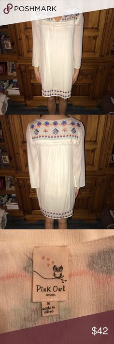 """Dress Brand new without tags! Nothing wrong with it! I weigh 115 and I'm 5""""4 and it fits me. Size small. Not see though. There is an under garment so nothing is shown through. The sleeves are 3/4.. no trades. Any questions ask :) price is negotiable. Lulu's Dresses Midi"""