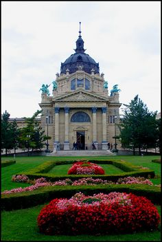 Széchenyi Bath House, Budapest, HUNGARY Historical Architecture, Amazing Architecture, Wonderful Places, Beautiful Places, Capital Of Hungary, Areas Of Life, Beautiful Sites, Eastern Europe, Places To See