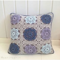 New crochet pillow case cushion covers granny squares 28 ideas Crochet Cross, Crochet Home, Crochet Gifts, Crochet Baby, Knit Crochet, Cushion Cover Pattern, Crochet Cushion Cover, Crochet Cushions, Cushion Covers