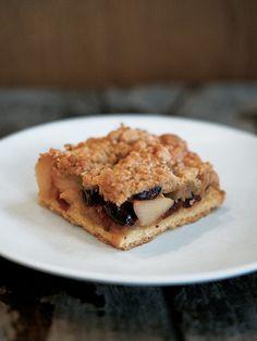 心地よいりんごの歯触りと甘酸っぱさ。りんご、クランベリー、クランブル……。特別な素材を使わなくてもいいおいしい! が、「自由が丘ベイクショップ」の浮田彩子さん流。オープン当時の定番メニューが、時を経てふたたび。|『ELLE a table』はおしゃれで簡単なレシピが満載!