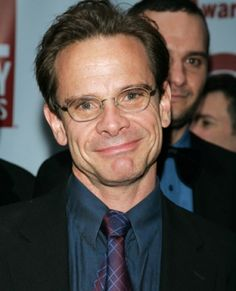 peter scolari how tall