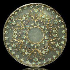 A diamond and turquoise-inset and gold-inlaid pale jade saucer. ca India. Le Jade, Mughal Empire, Objet D'art, Kugel, Islamic Art, Indian Art, Art Decor, Art Nouveau, Artwork