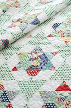 We love equilateral triangle quilts for their classic simplicity. Lending to both traditional and modern fabrics, equilateral triangles are a terrific tradition. Check out this roundup of lovely patterns and projects using equilateral triangles!
