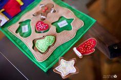 Winter Quiet Book Pattern – Cookies for Santa - Kinderspiele Ideen Quiet Book Templates, Quiet Book Patterns, Vbs Crafts, Felt Crafts, Diy Quiet Books, Toddler Fun, Kids Fun, Crafts For Kids To Make, Felt Christmas