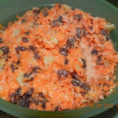 Chick-Fil-A Carrot Raisin Salad -- It is by far the best carrot salad I have made that includes raisins, carrots & pineapple. It is a chewy, flavorful and the perfect sweet carrot salad. Salad Bar, Soup And Salad, Salad Sauce, Mayonnaise, Sweet Carrot, Cooking Recipes, Healthy Recipes, Carrot Salad Recipes, Yummy Recipes